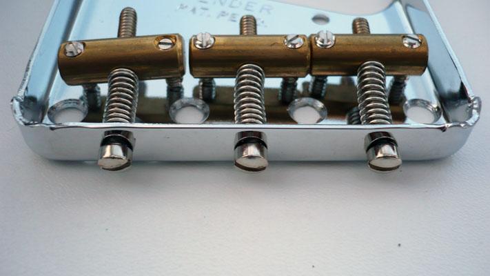 FenderVintage3SaddleBottom.jpg